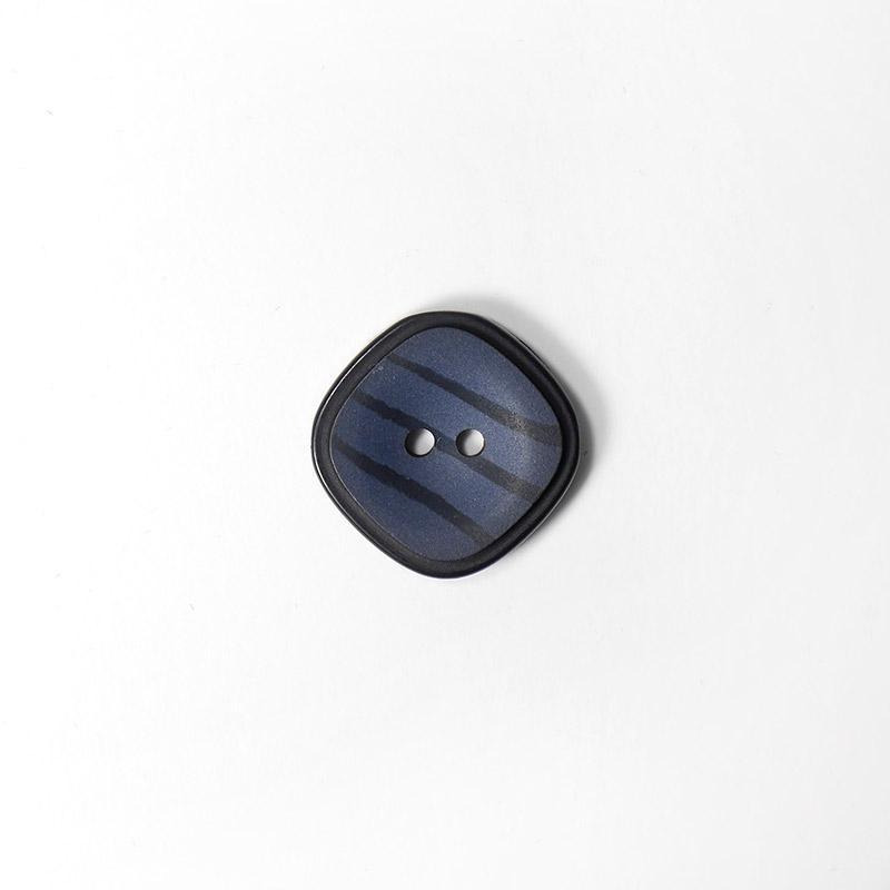 Пуговицы пальто-костюм 2 прокола 86-ПК-2П-КВ/ПЛ-28 квадрат 26мм т.синий