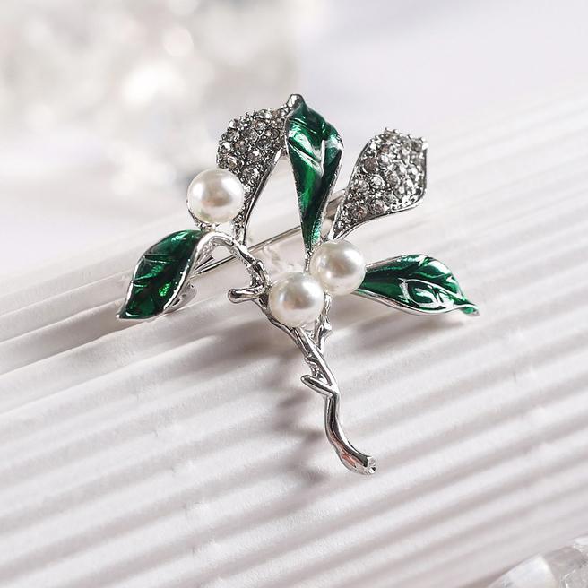 Брошь Ягоды черемухи бело-зеленый в серебре 4311405
