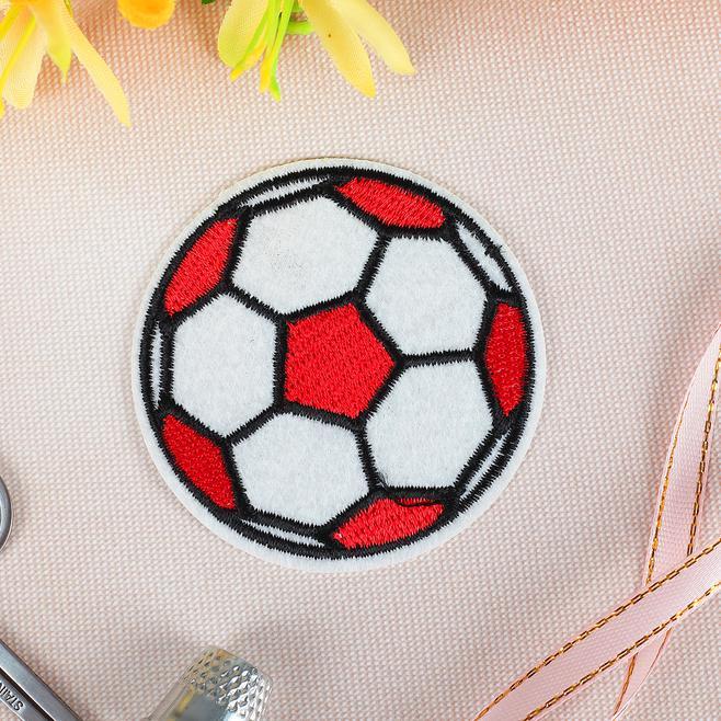 Термоаппикация Футбольный мячик 6.5см красный 2612273