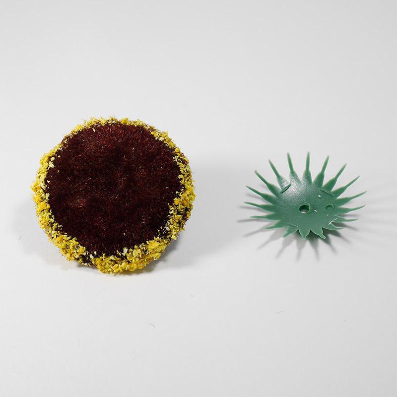 Сердцевина для цветов д-45мм с напылением коричневая + пластиковая основа