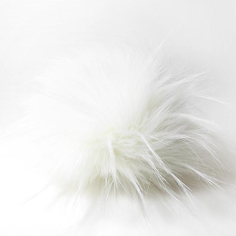 Помпон 13-15см искусственный под енота белый