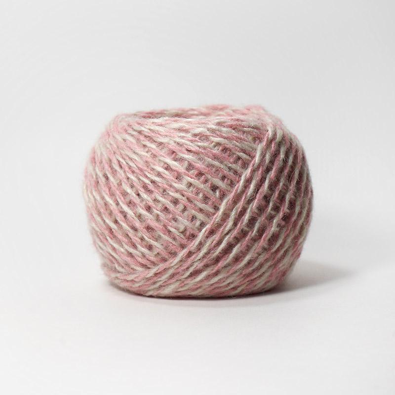 Карачаевская пряжа 15М бело-розовый 100%акрил  45-50г