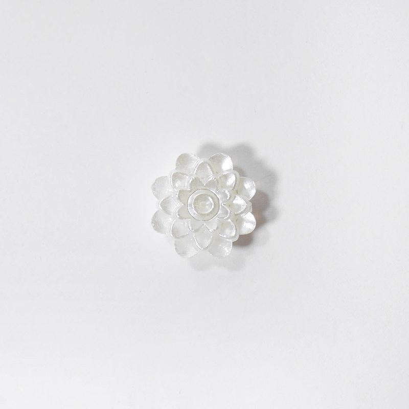 П/бусины фигур. К-74 Цветок 19мм пришивные белые